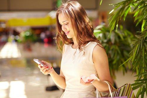 woman_sms_shopping.jpg