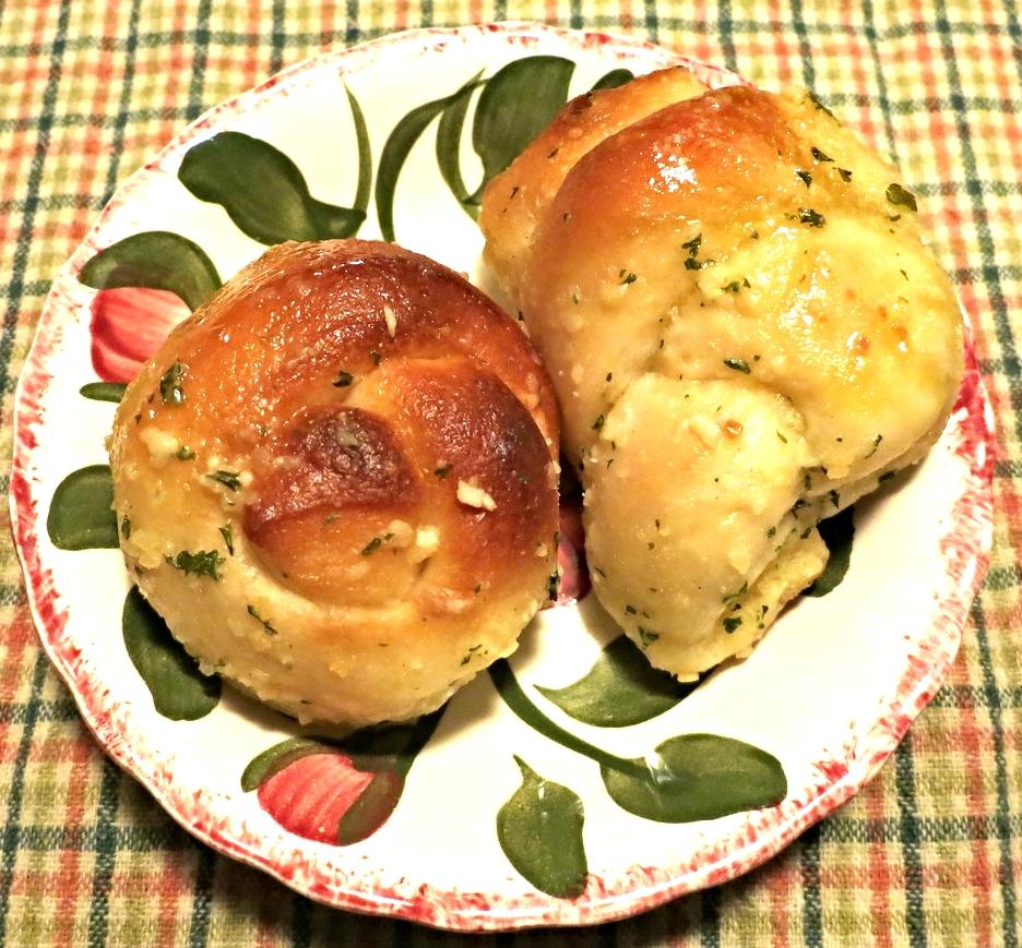 Delicious 15 Minute Garlic Knots