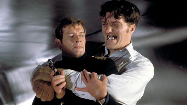 ROGER-MOORE-007-RICHARD-KIEL-Jaws.jpg