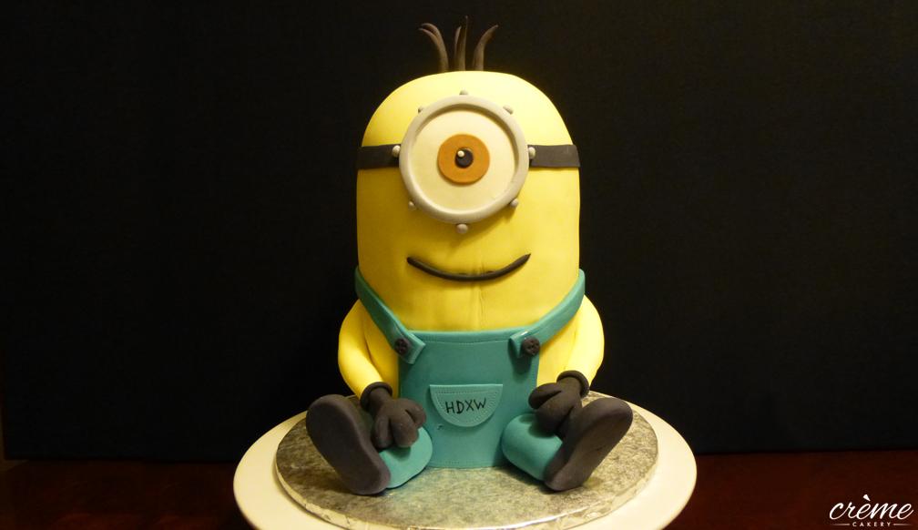 Big Minion Fondant Cake