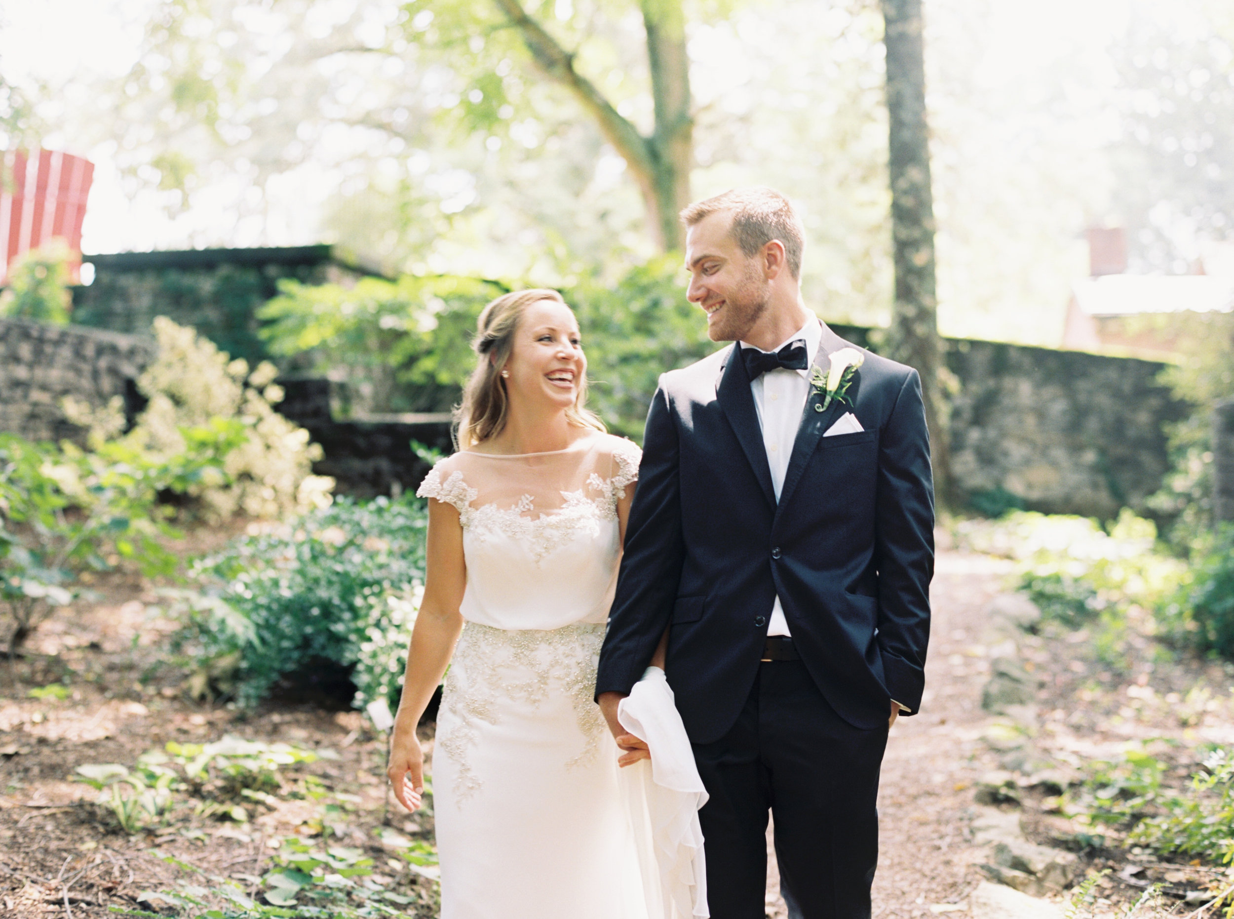 Katie_Matt_Wedding_Knoxville_Botanical_Garden_Abigail_Malone_photography-107.jpg