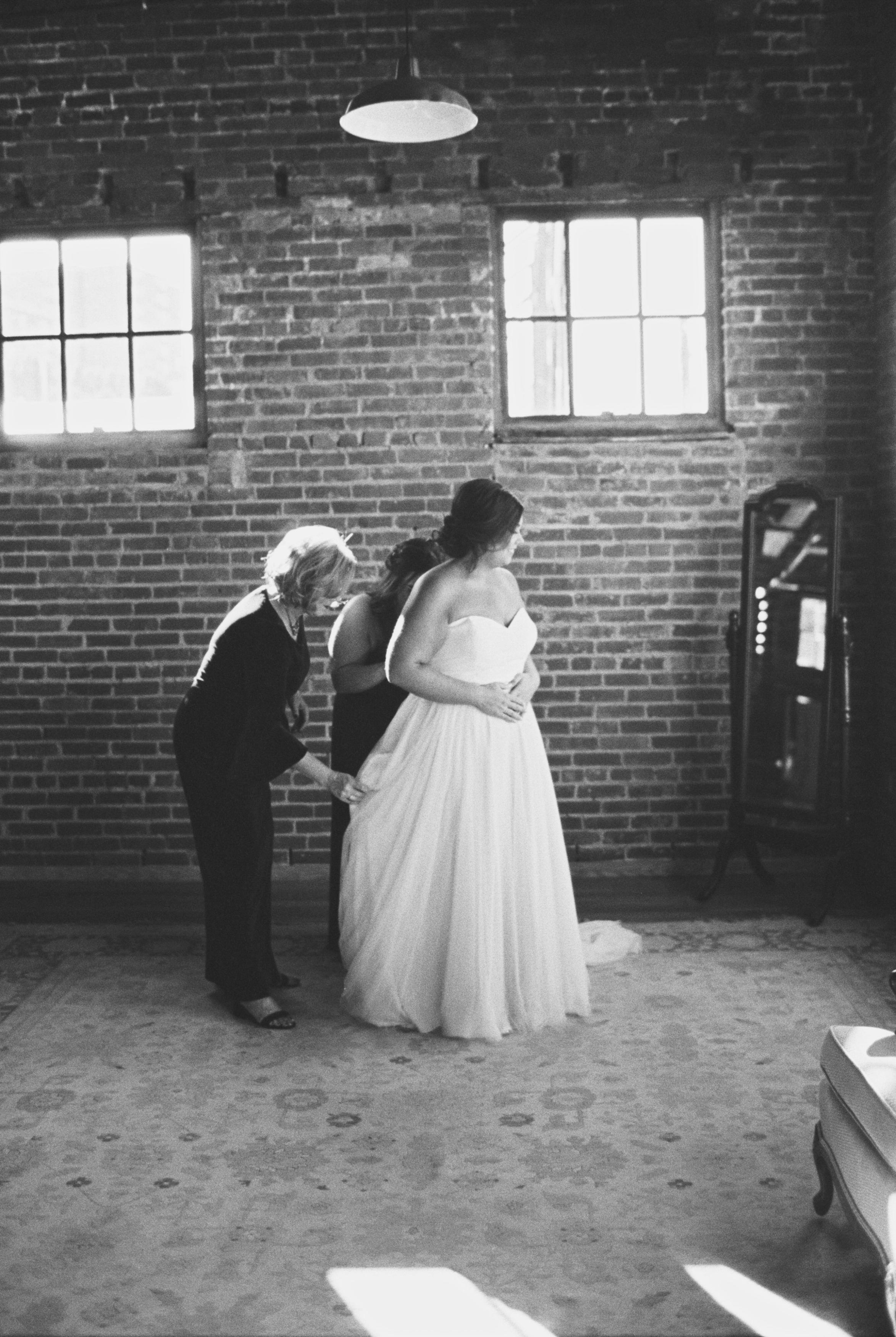 Lauren_Jeremy_Standard_Wedding_Knoxville_Abigail_Malone_Photography_FIlm-77.jpg