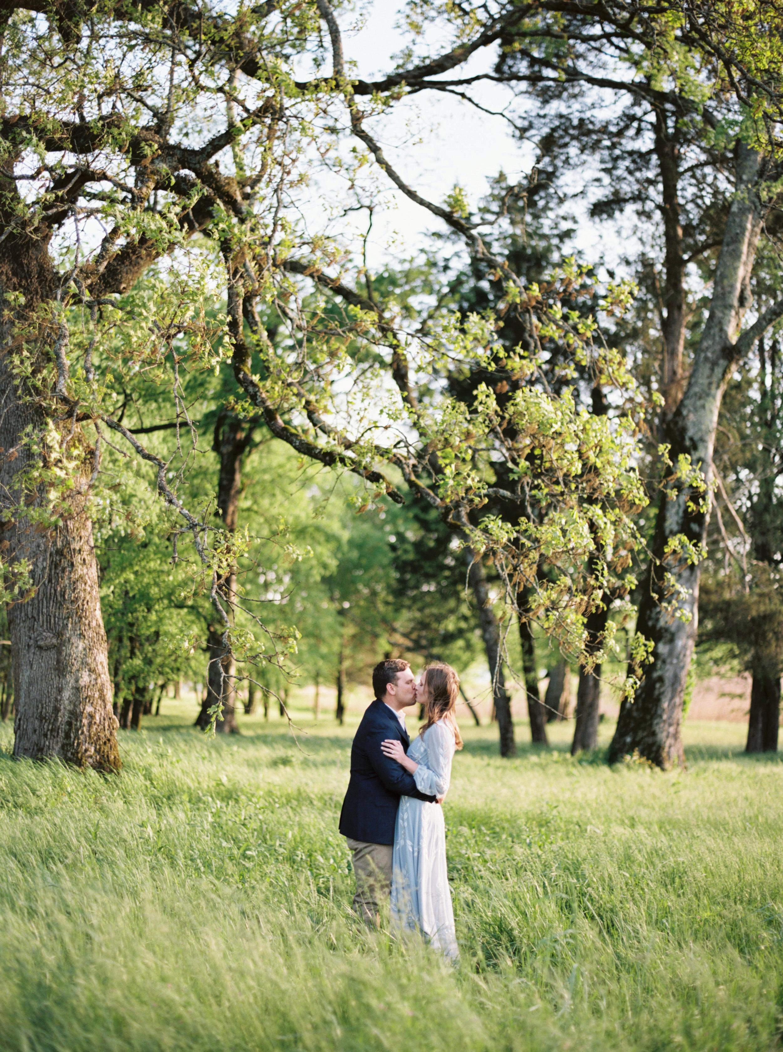 Emma_Ethan_Engagement_Marblegate_Farm_Knozville_Abigail_Malone_Photography-97.jpg