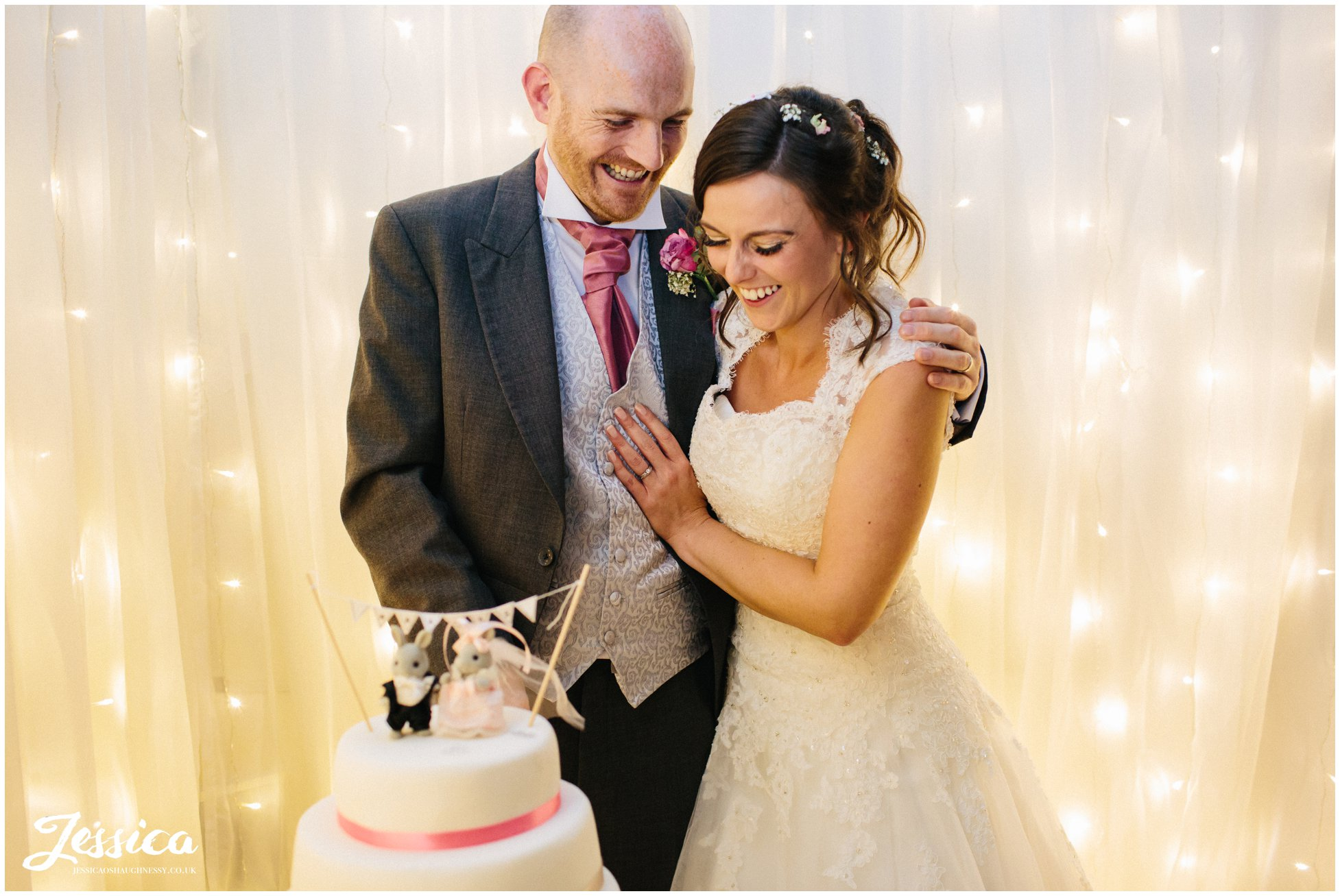 newly wed's cut their wedding cake - chester wedding photographer