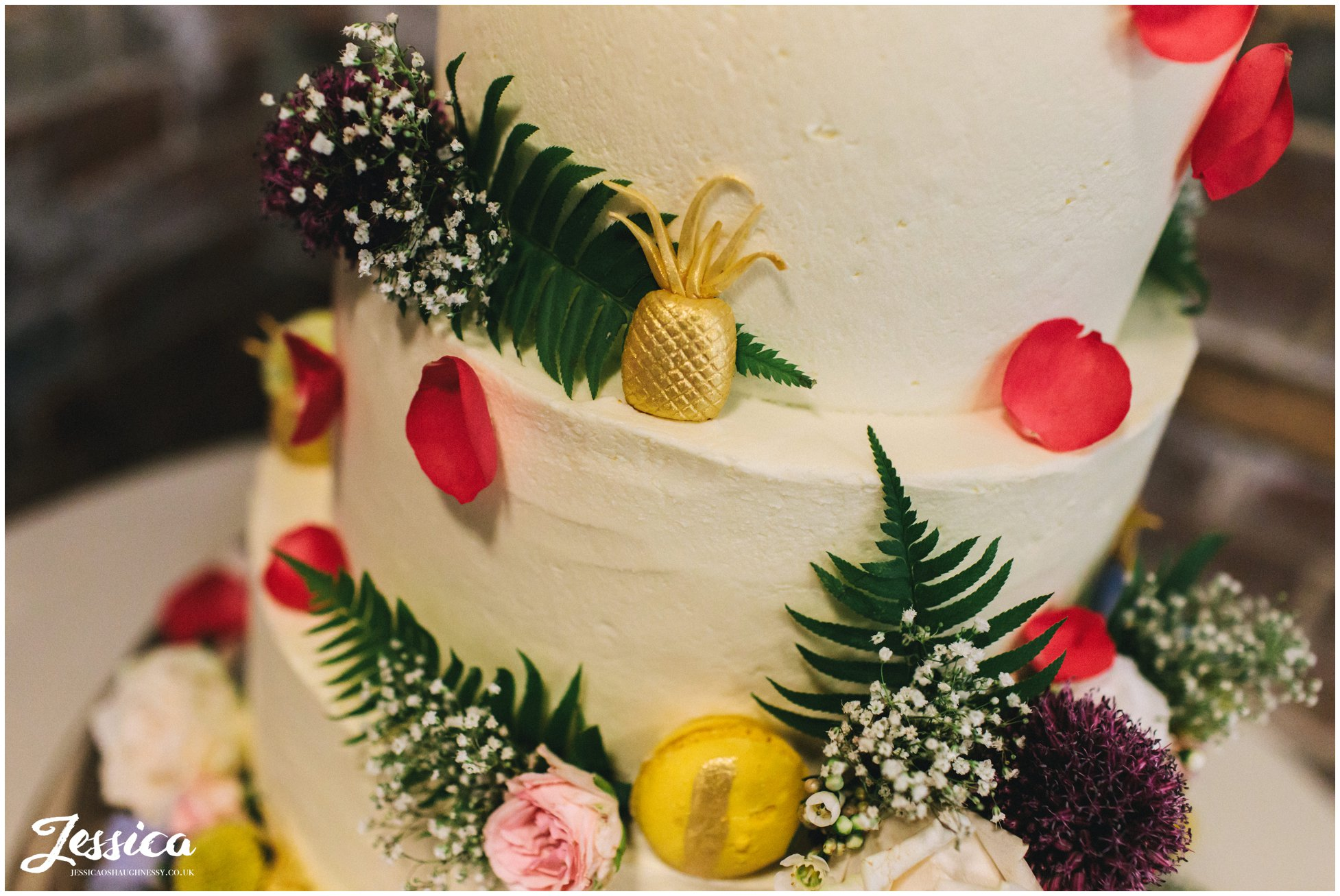 macaroons & pineapples decorate the wedding cake