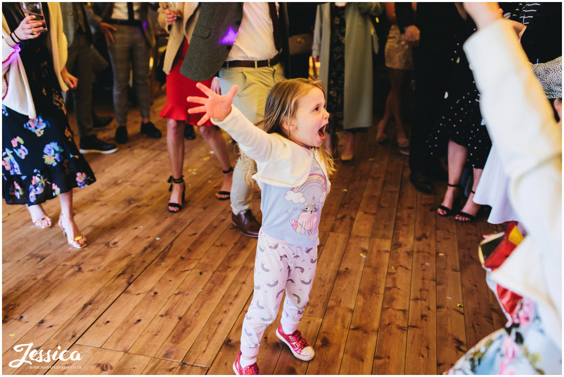 child dances to frozen in the tipi wedding