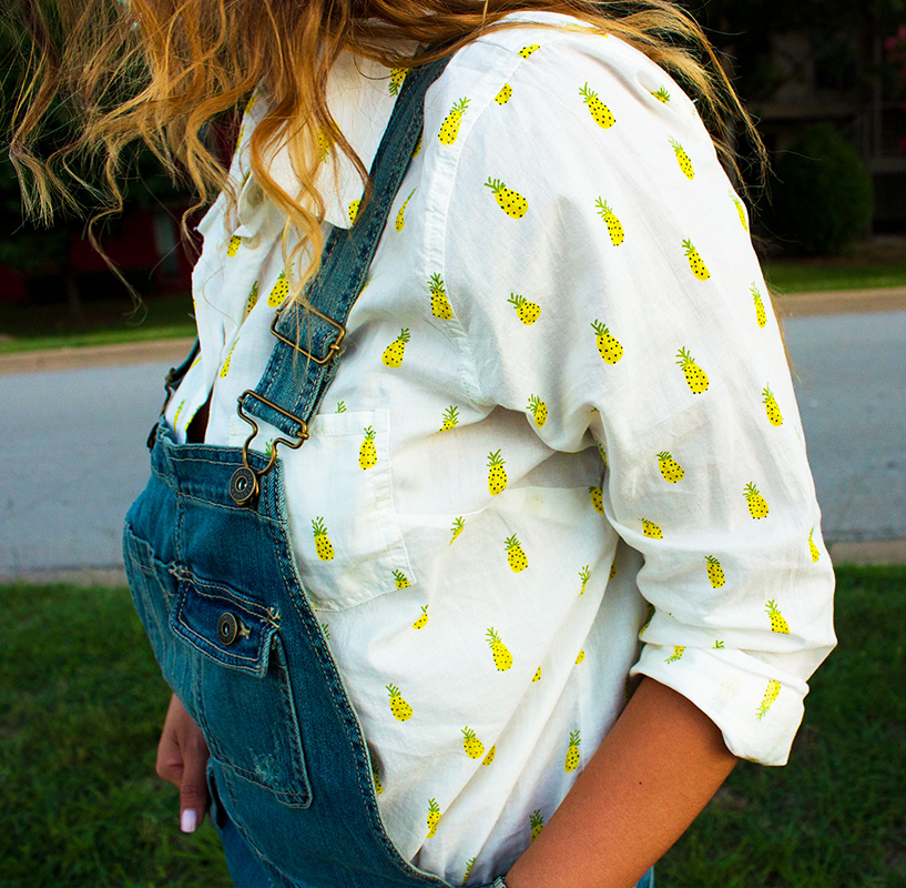 Love the details of the pineapple print on this shirt.