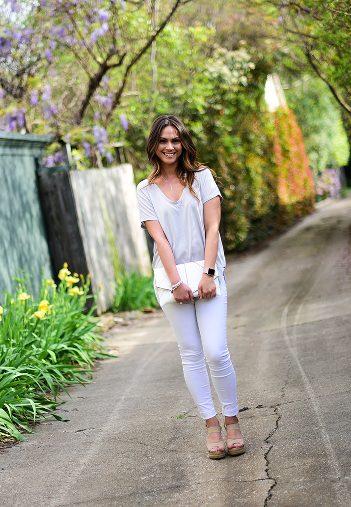 T-Shirt - American Eagle // White Jeans - H&M // Shoes - Nordstrom Rack // Clutch - Urban Expressions // Watch - Apple Rose Gold // Bracelet - Lokai // Necklace - Stella & Dot  Images via  APealKindofgirl