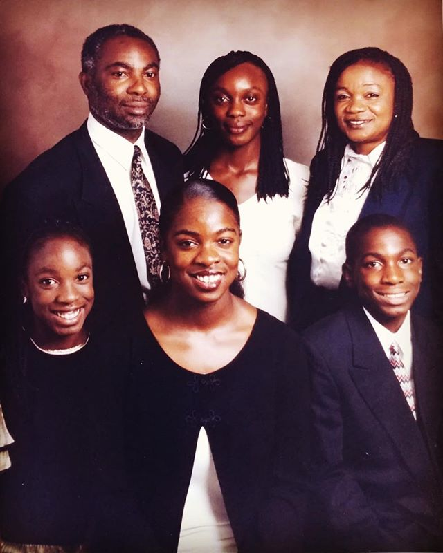 [ #NationalSiblingDay ] Taking it back to the quintessential #Family 📸 photo backdrop. We all have this one in our house. 🙌🏿 +  #WhenWeWereYoung #NeededALaugh #MeanMugginSincethe90s ✌🏿#AdjahFam #AdjahClan