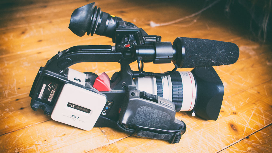 The Canon XL-1 in all its glory.