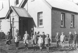 Shoreham School 1936 with teacher Vi Horne