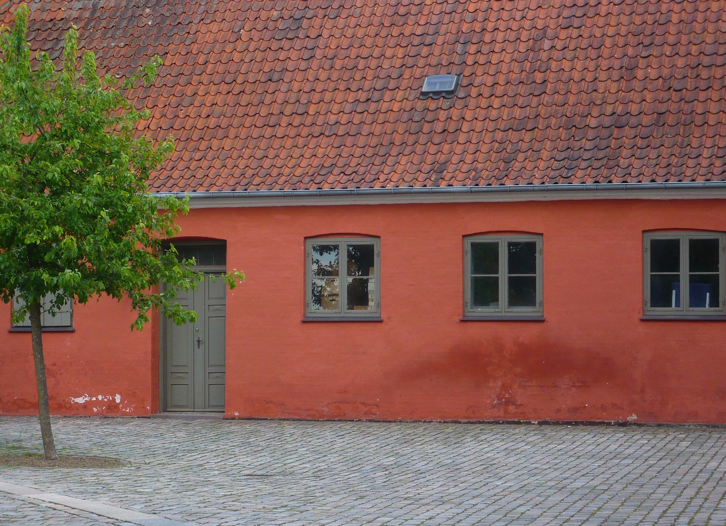 A single-storey building in Roskilde, Denmark