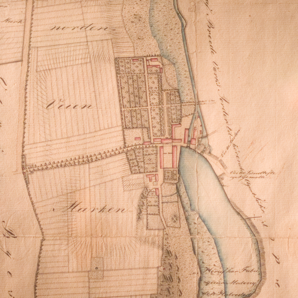 A drawing of the mill at Brede in 1820 with the main house built in 1795 and the forecourt with stables and carriage houses to the south. The chimney must be for the copper works here at that stage. The detail of a map shows the buildings in 1830 with the reservoir of water up-stream of the dam and mill buildings and gardens to the west of the house and forecourt.