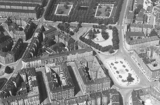 Enghave_Plads_aerial_(1950s).jpg