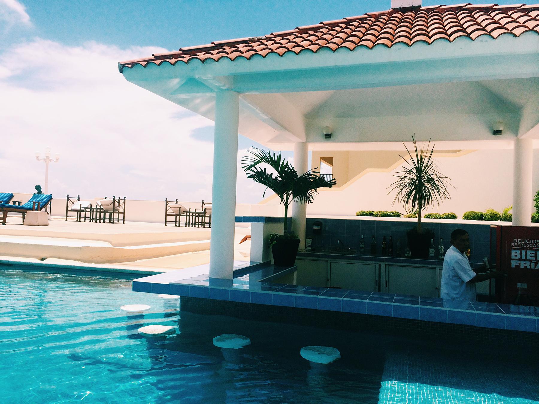 Pool bar at Casa Turquesa