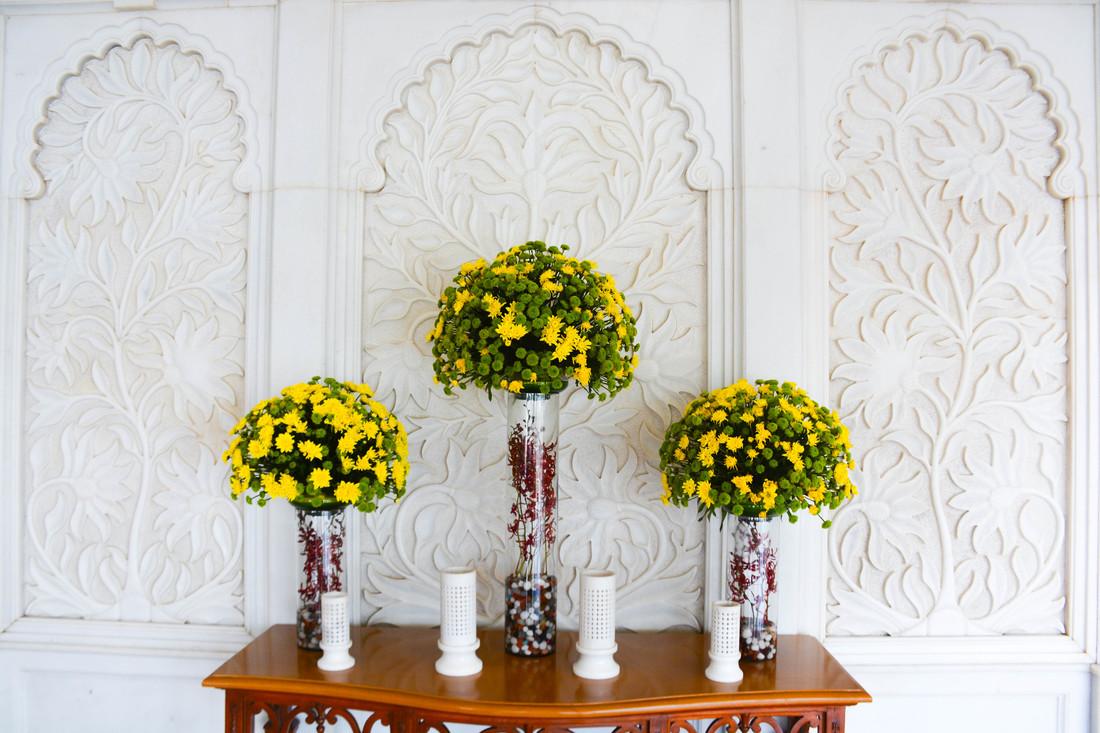 fresh flowers taj lake palace
