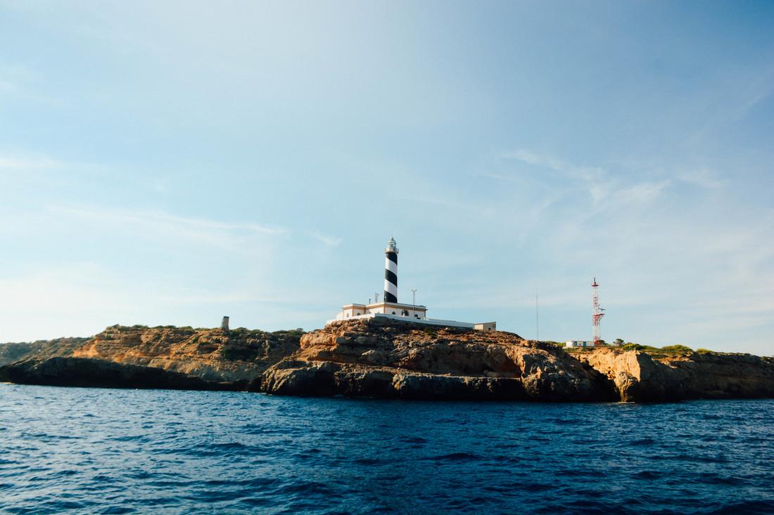 the yacht week mallorca whereisper