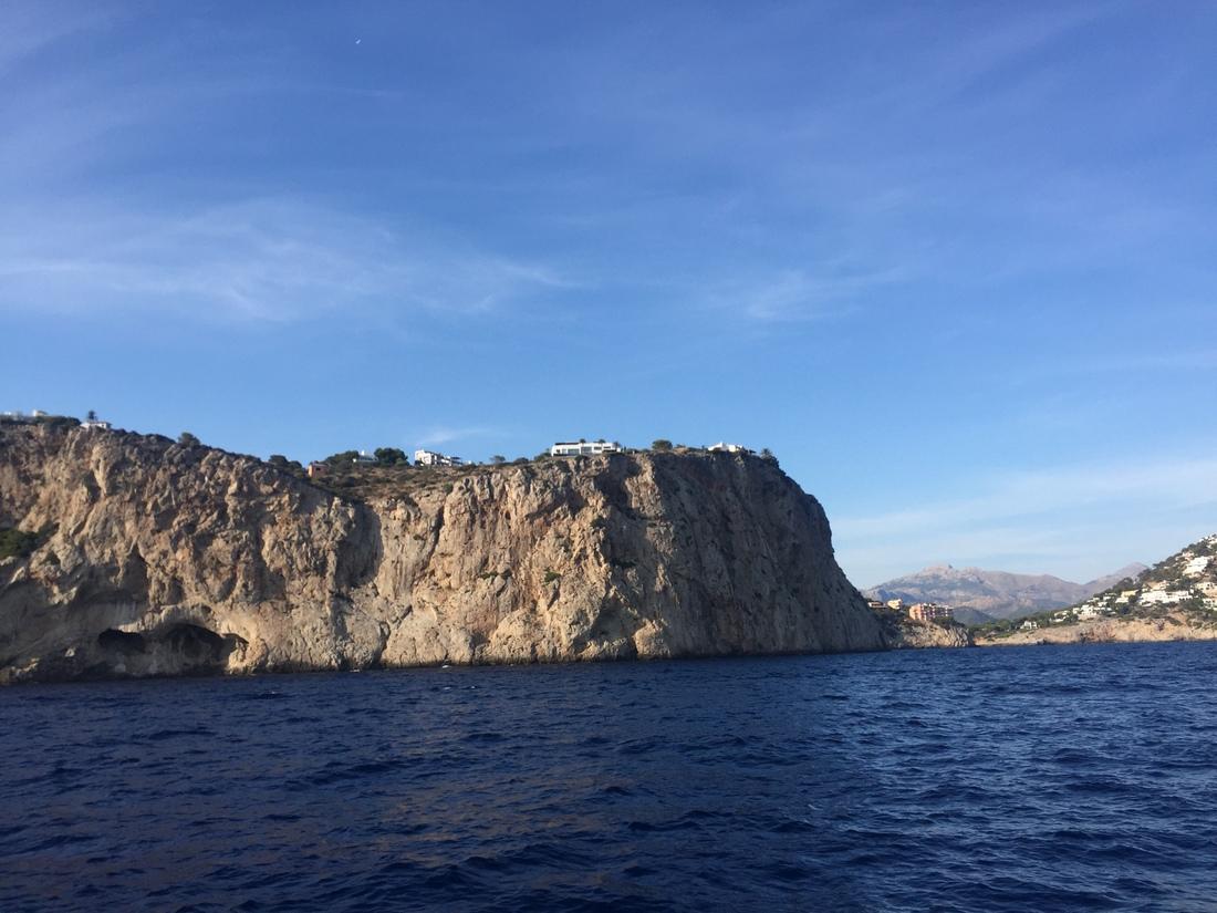 cliffs mallorca sailing