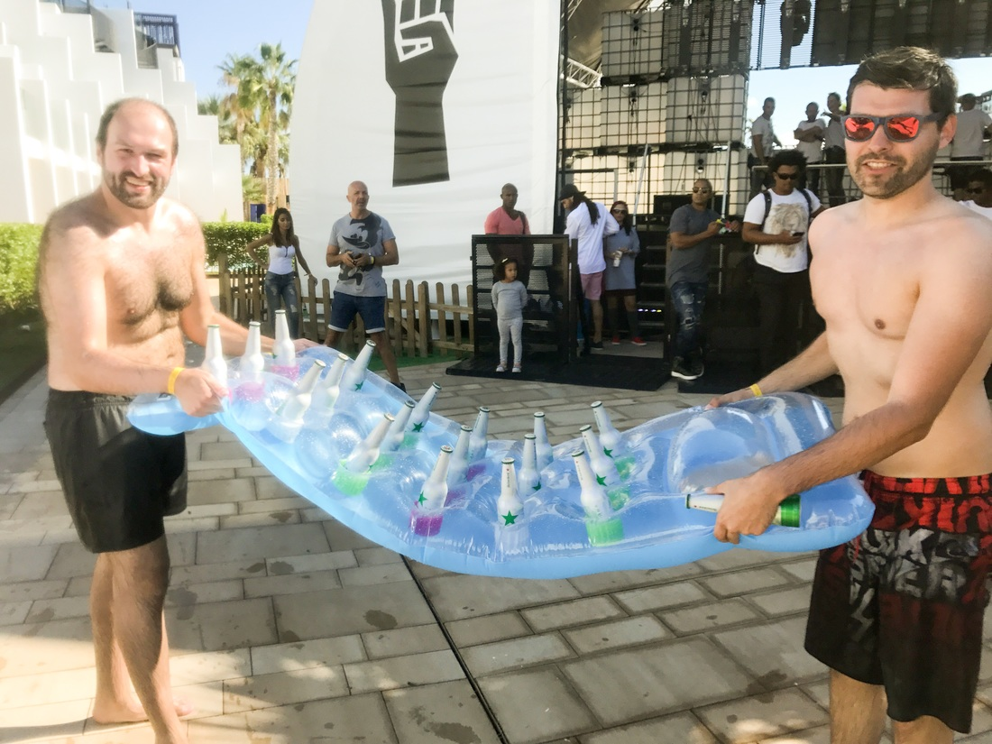 trivago On Tour Pool Party Beers