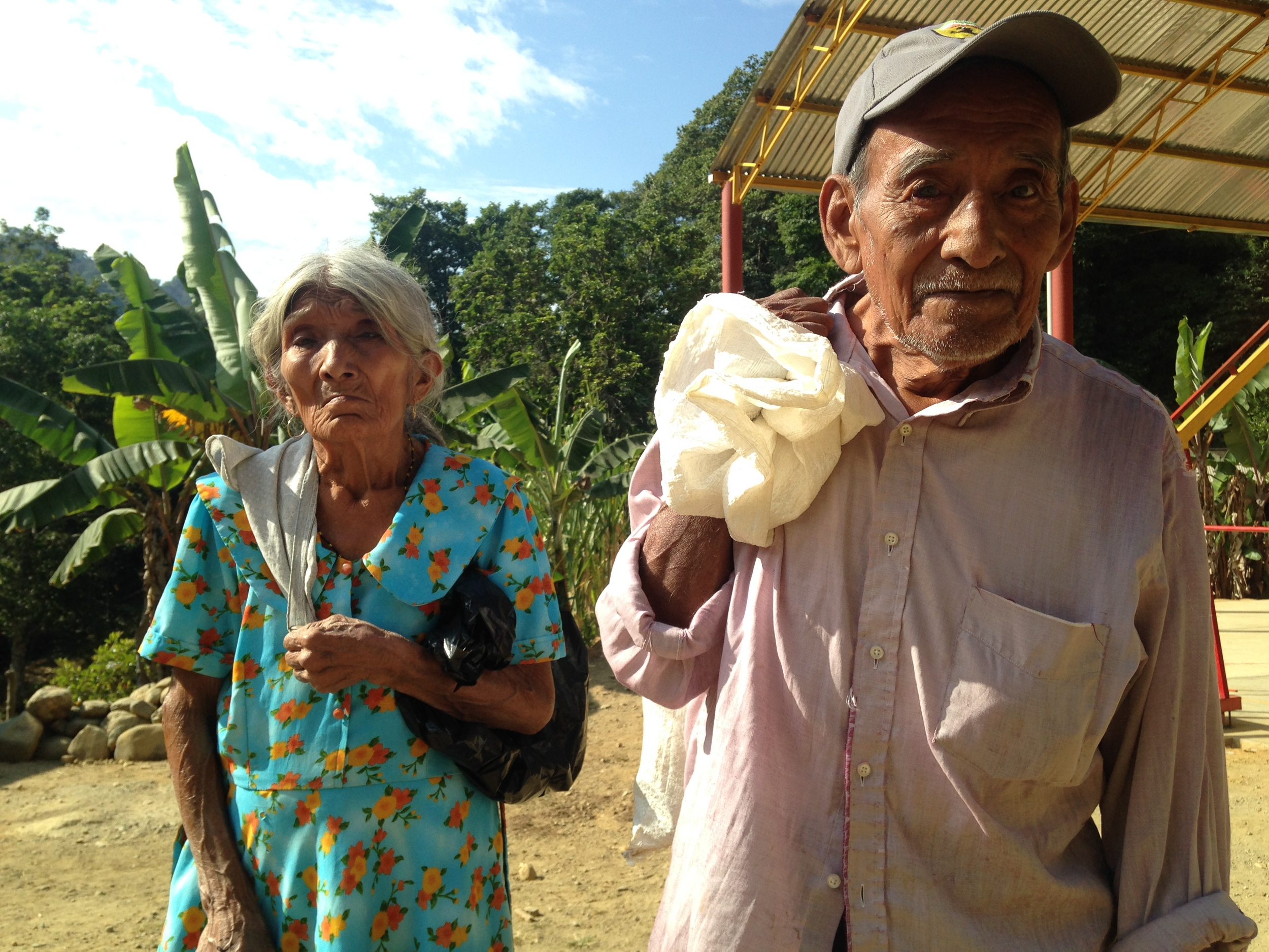 A family receives their monthly food supplies as part of the Simply Smiles despensa program in the jungle community of  Santa Maria Tepexipana