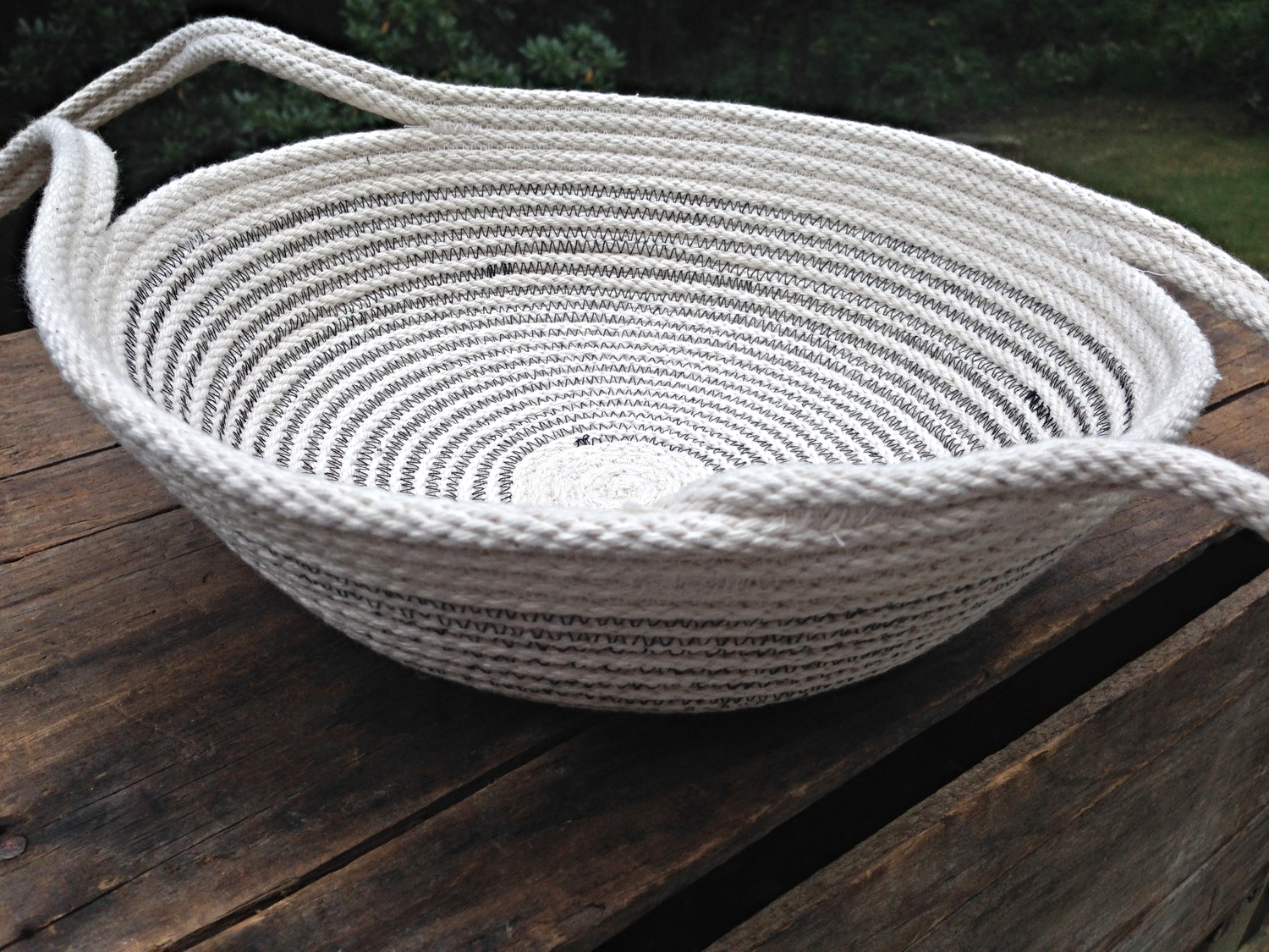 Coiled rope pie or dish plates with handles, which make transport and travel much easier! (N. Totino Clark,  ColeMama Creations )
