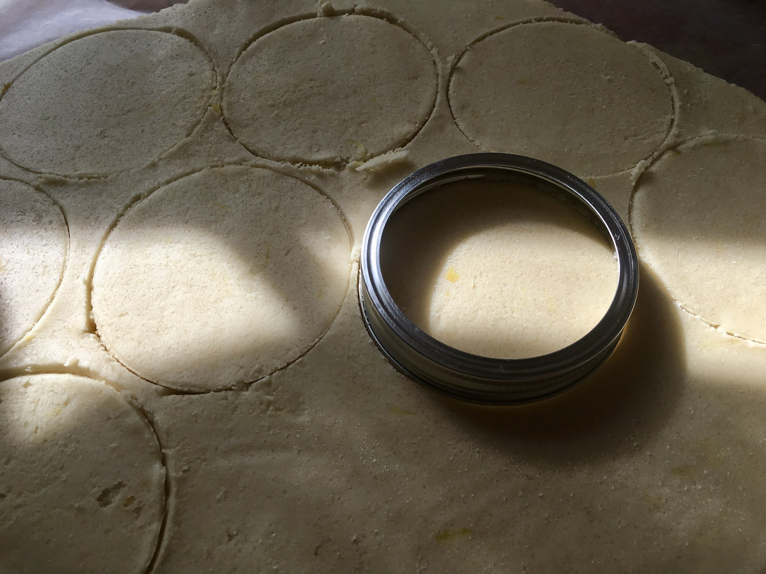 SWYF Pro-Tip: wide-mouth mason jar lid makes the perfect cookie cutter!