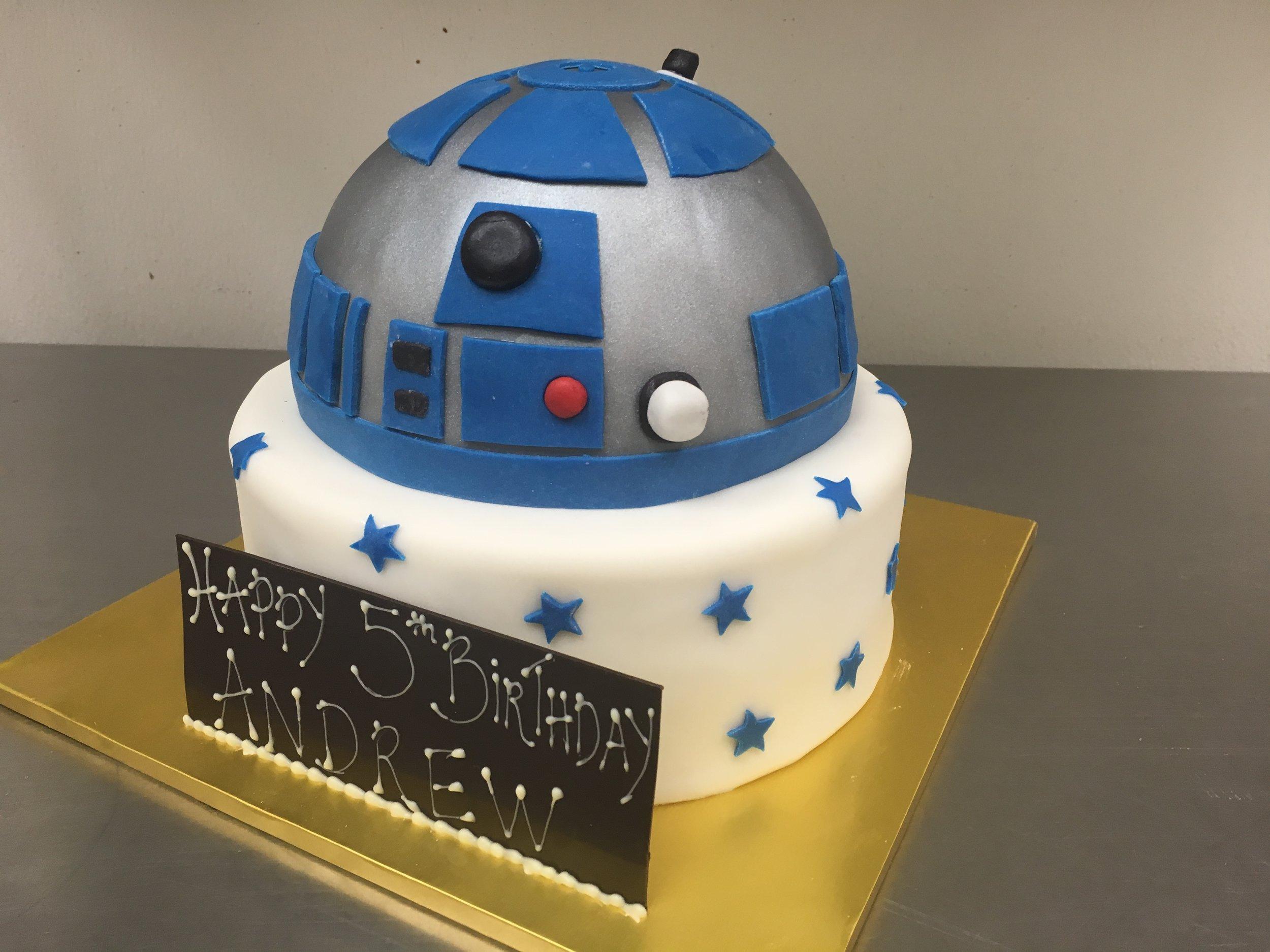 R2D2 cake.JPG