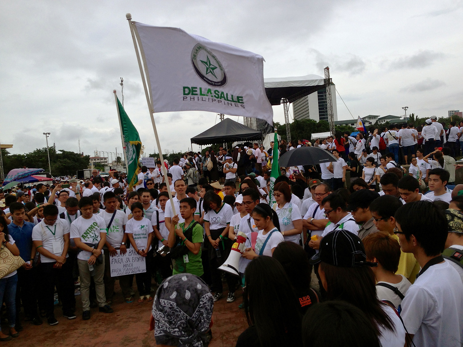 Lasallians from all over Luzon gathered in Rizal Park in unity with other Filipinos to express disgust towards the blatant misuse and abuse of public funds.
