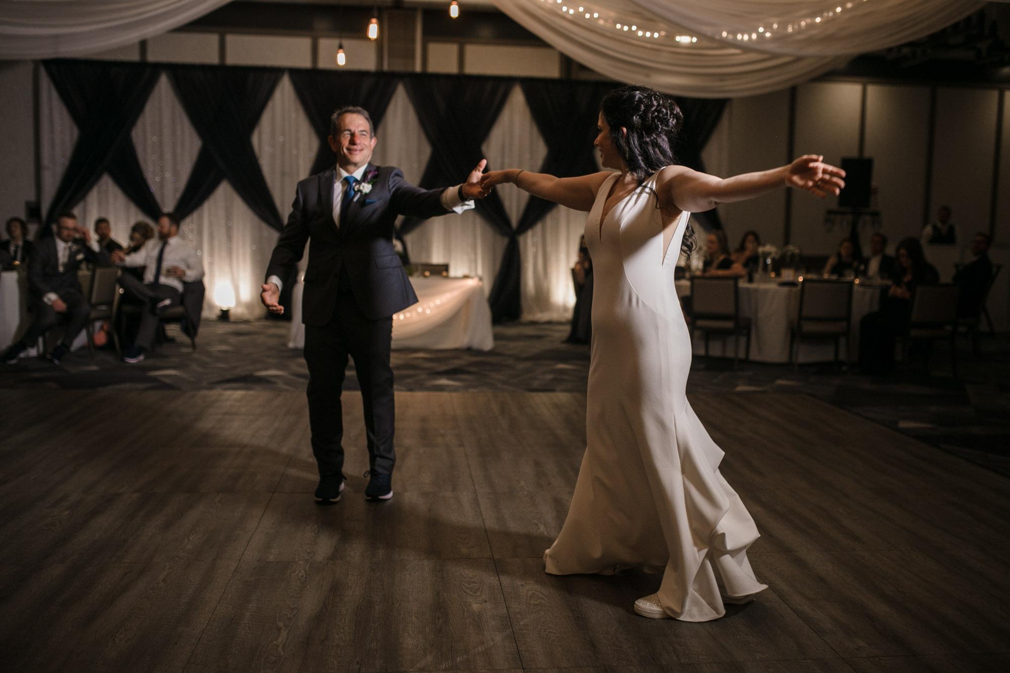 renaissance-hotel-toledo-wedding-142.jpg