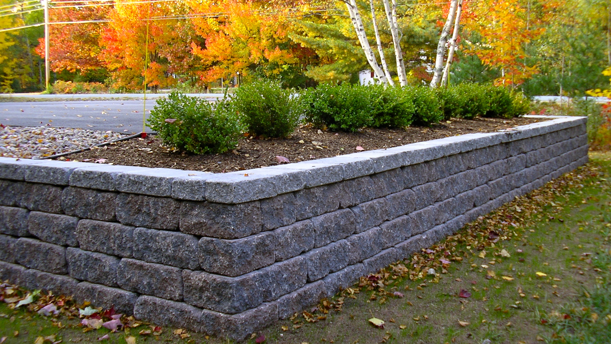 Commercial retaining wall .jpg