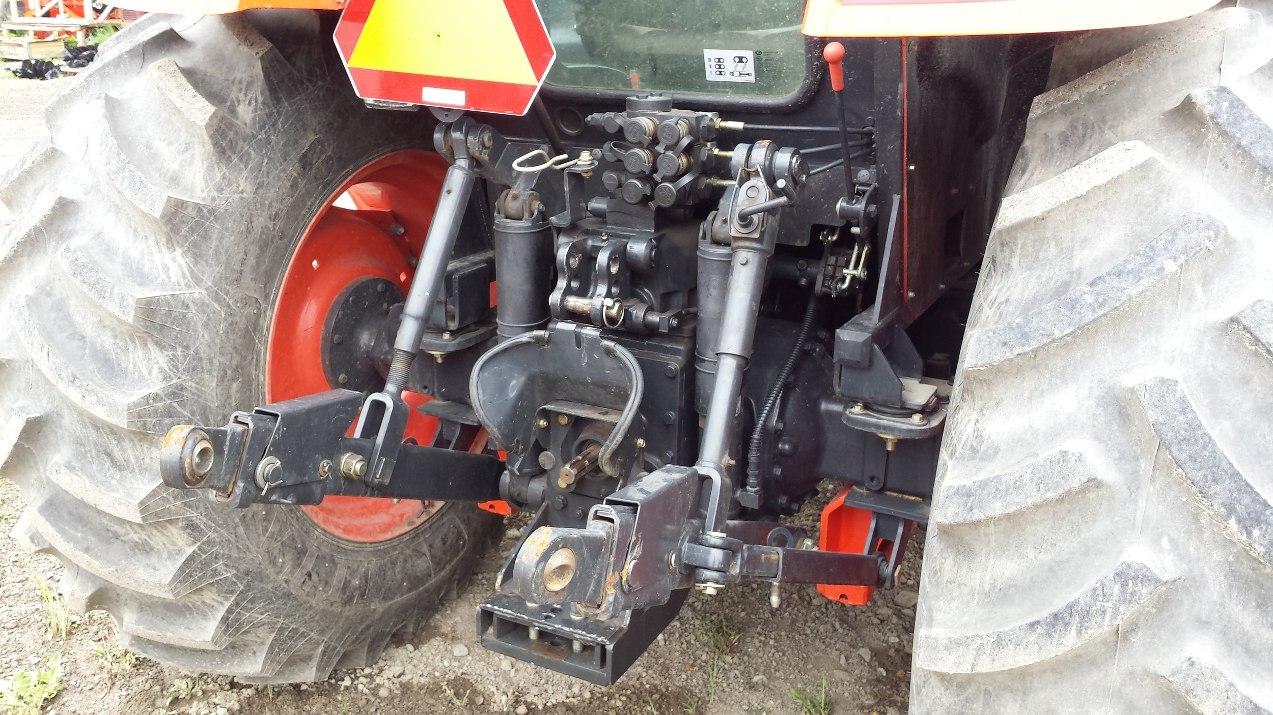 RX7320 Vernon tractor dealer timberstar tractor rear 3pt hitch.jpg