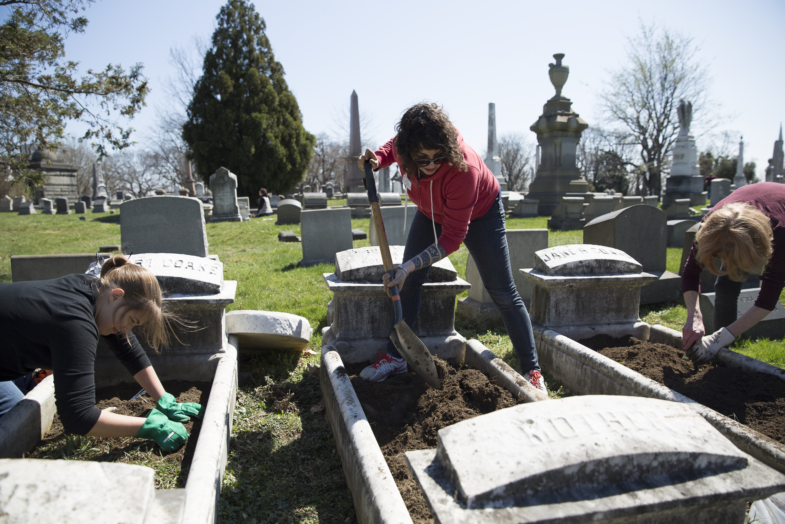 Grave Gardener Leslie Grossman preps her cradle for planting during the first planting day. Photo: Ryan Collerd