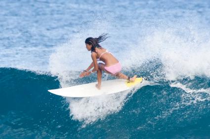 girl-surfing_0.jpg