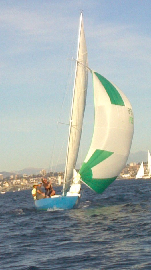 Luders 16 under sail