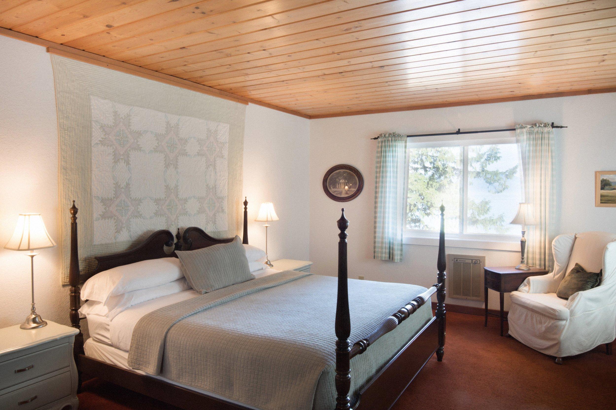 190329-Beach-House-Bedroom-1-0001-EX.jpg