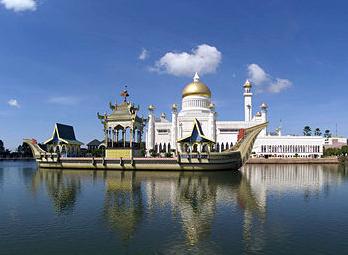 Sultan Omar Saifuddien Mosque in Bandar Seri Begawan, Brunei