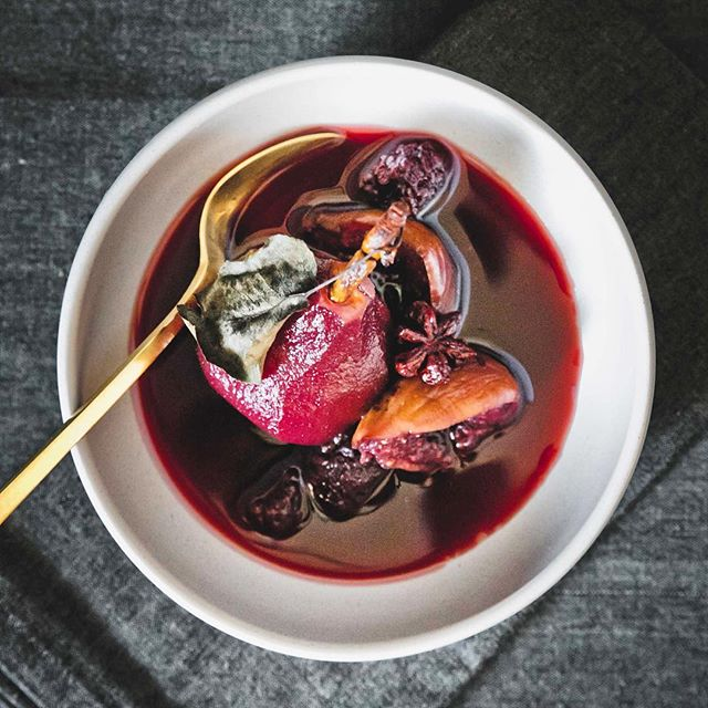 From the #sweetgastronomy archives, poached fruits 🍐 in 🍷red wine. Recipe up on the blog.