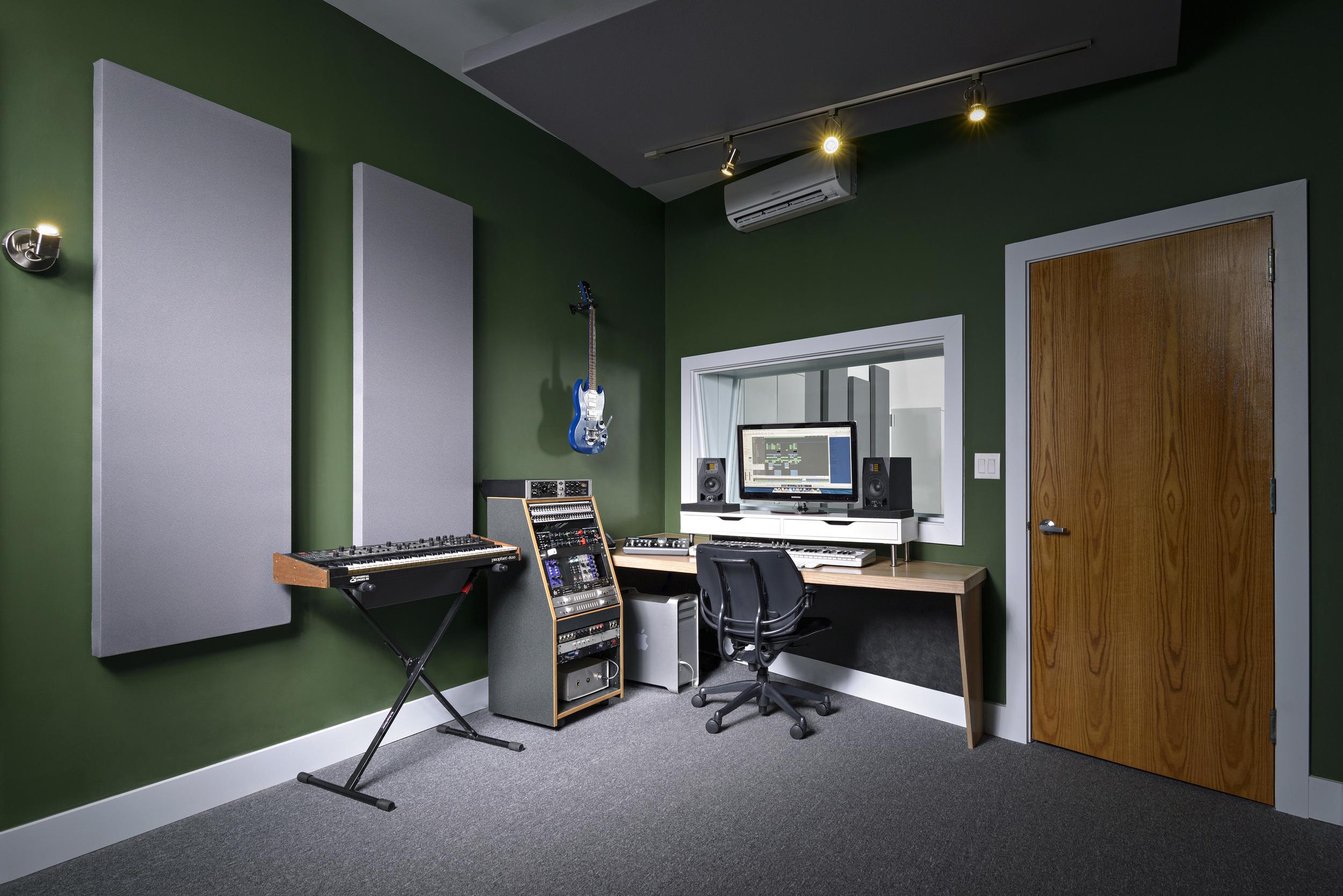 studio 03 Ellis-2155.jpg