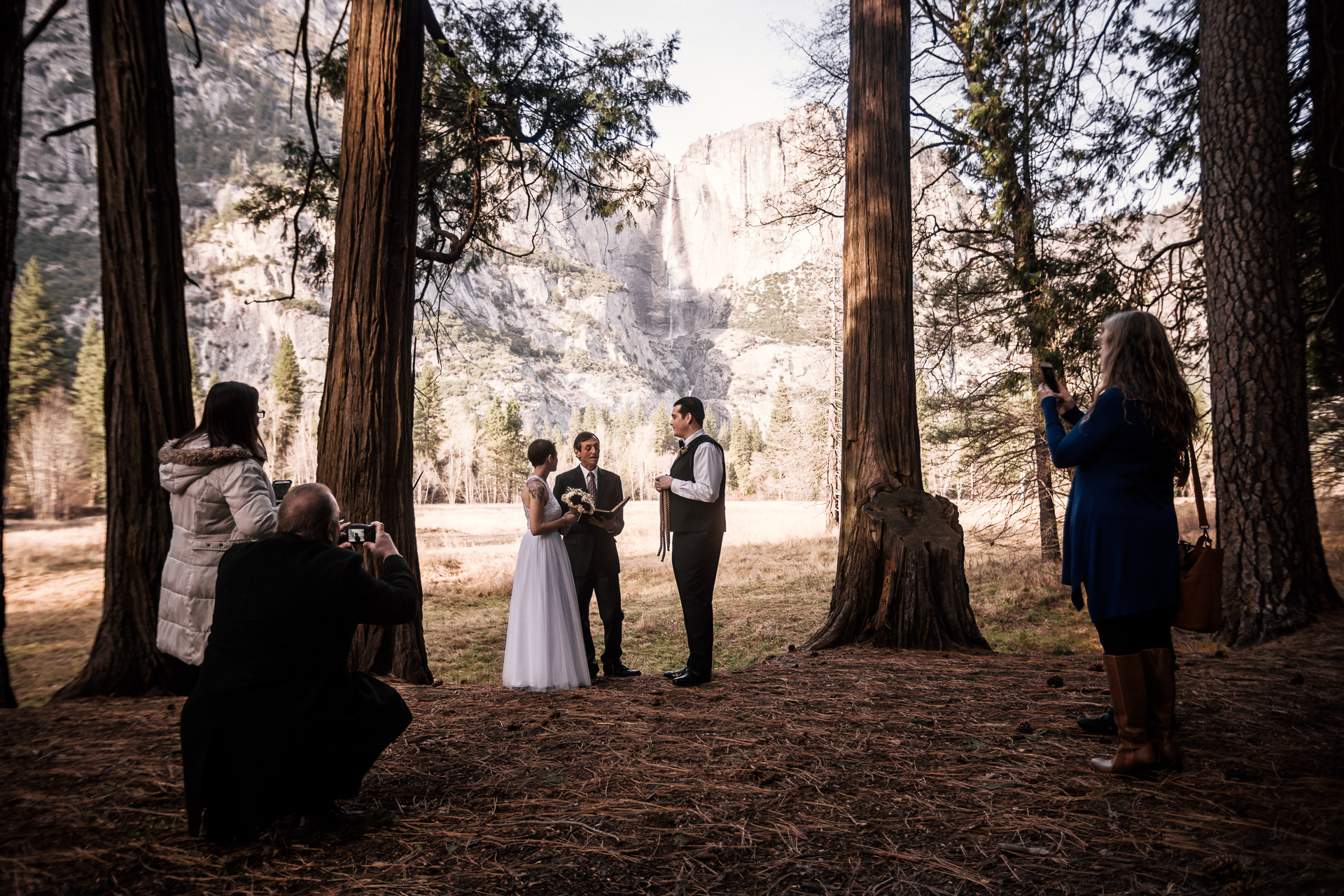 Yosemite elopement photographer captures wedding ceremony in yosemite national park