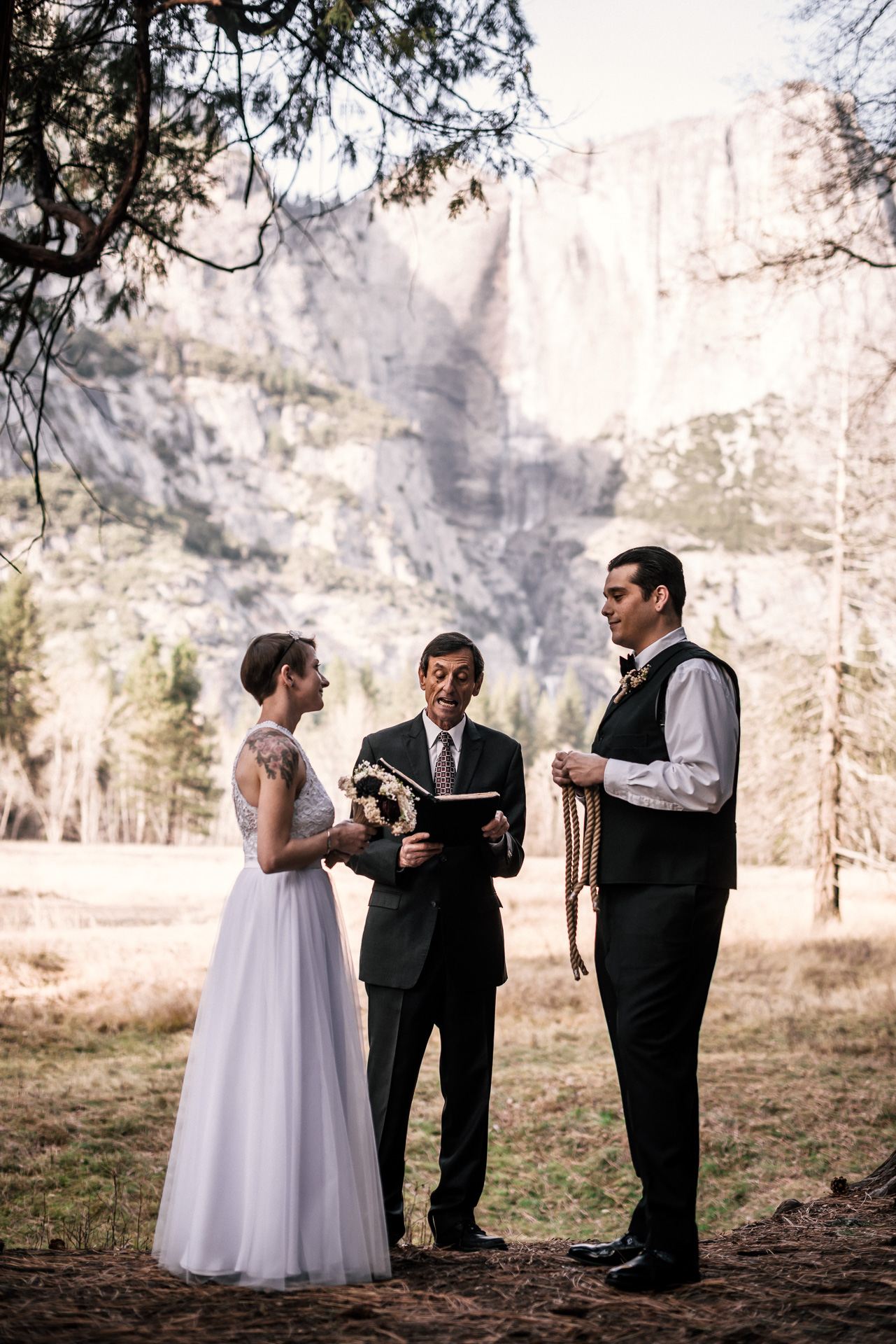 bride and groom prepare to tie the knot in yosemite national park