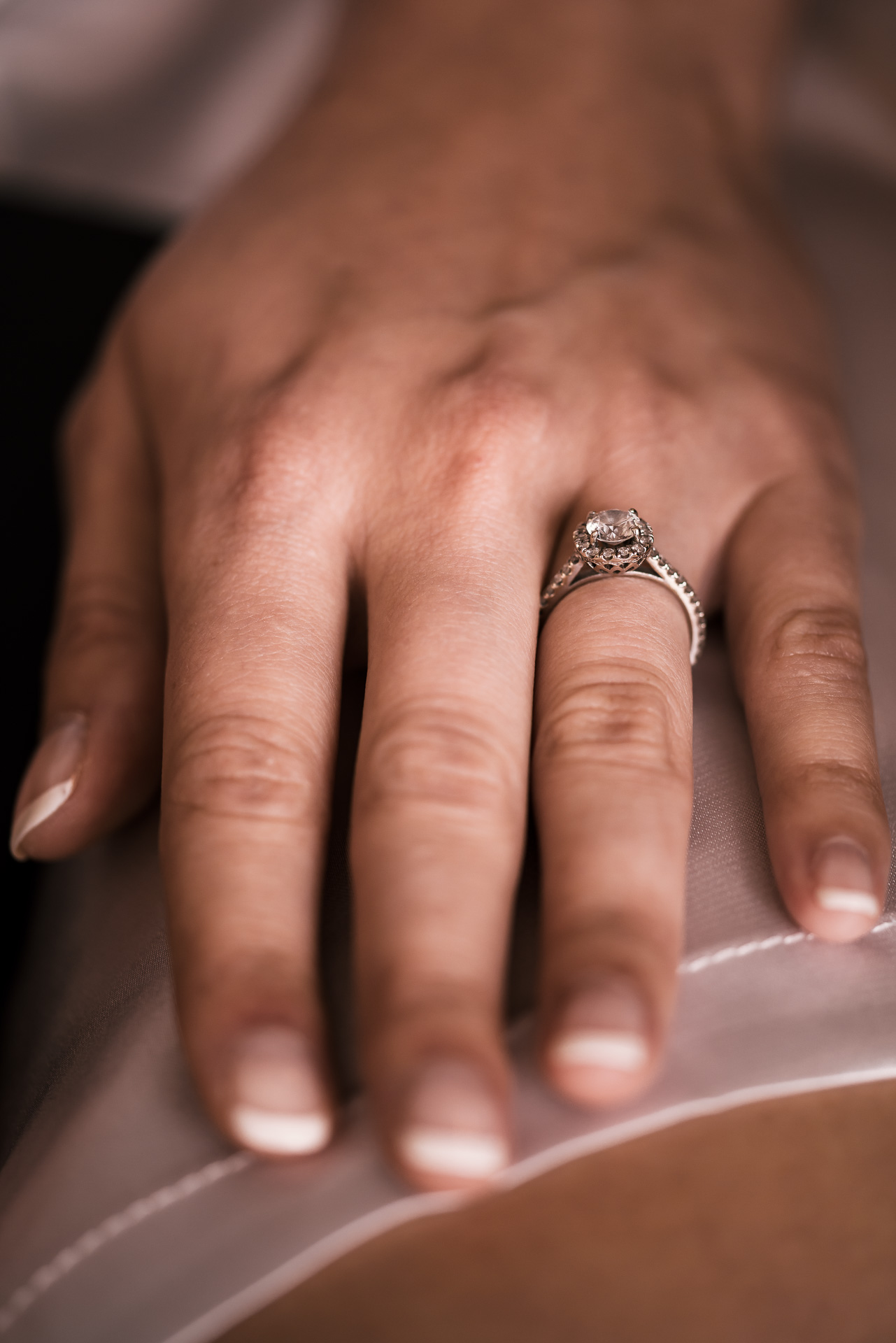 Engagement ring on brides finger before wedding at the Twin Oaks Golf course in san marcos, San diegos premier wedding venue