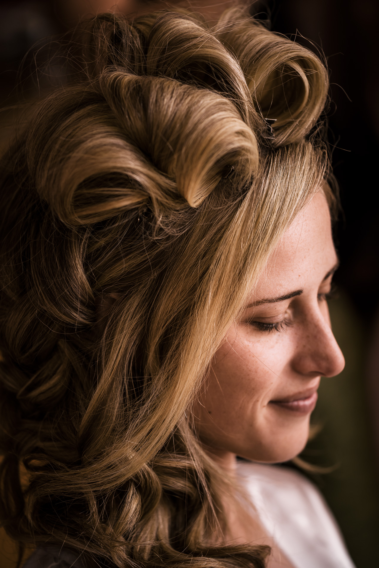 Bride getting ready for her wedding at the Twin Oaks Golf course in san marcos, San diegos premier wedding venue
