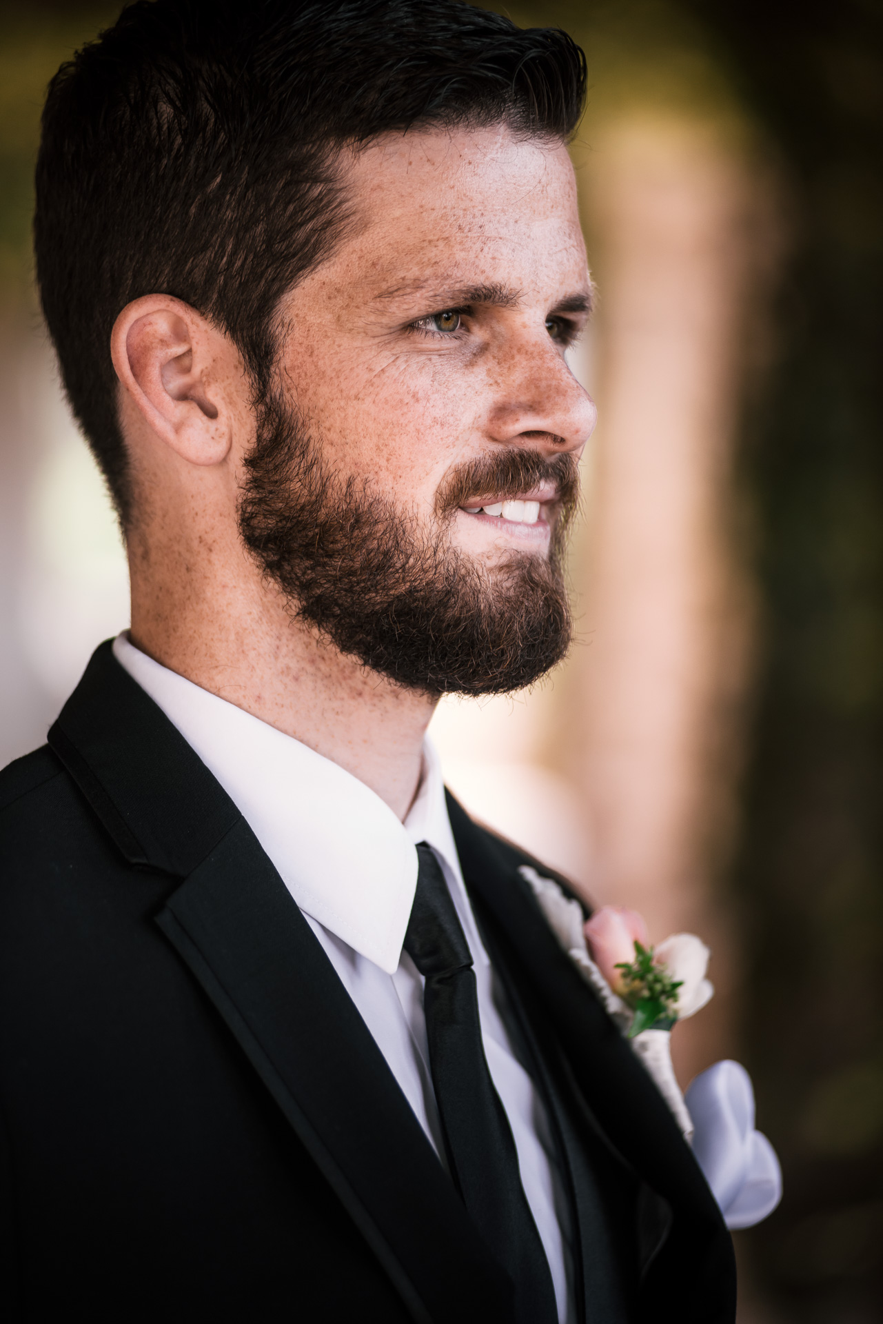 Portrait of the groom at the Twin Oaks Golf Course in San Marcos, San Diegos premier wedding venue