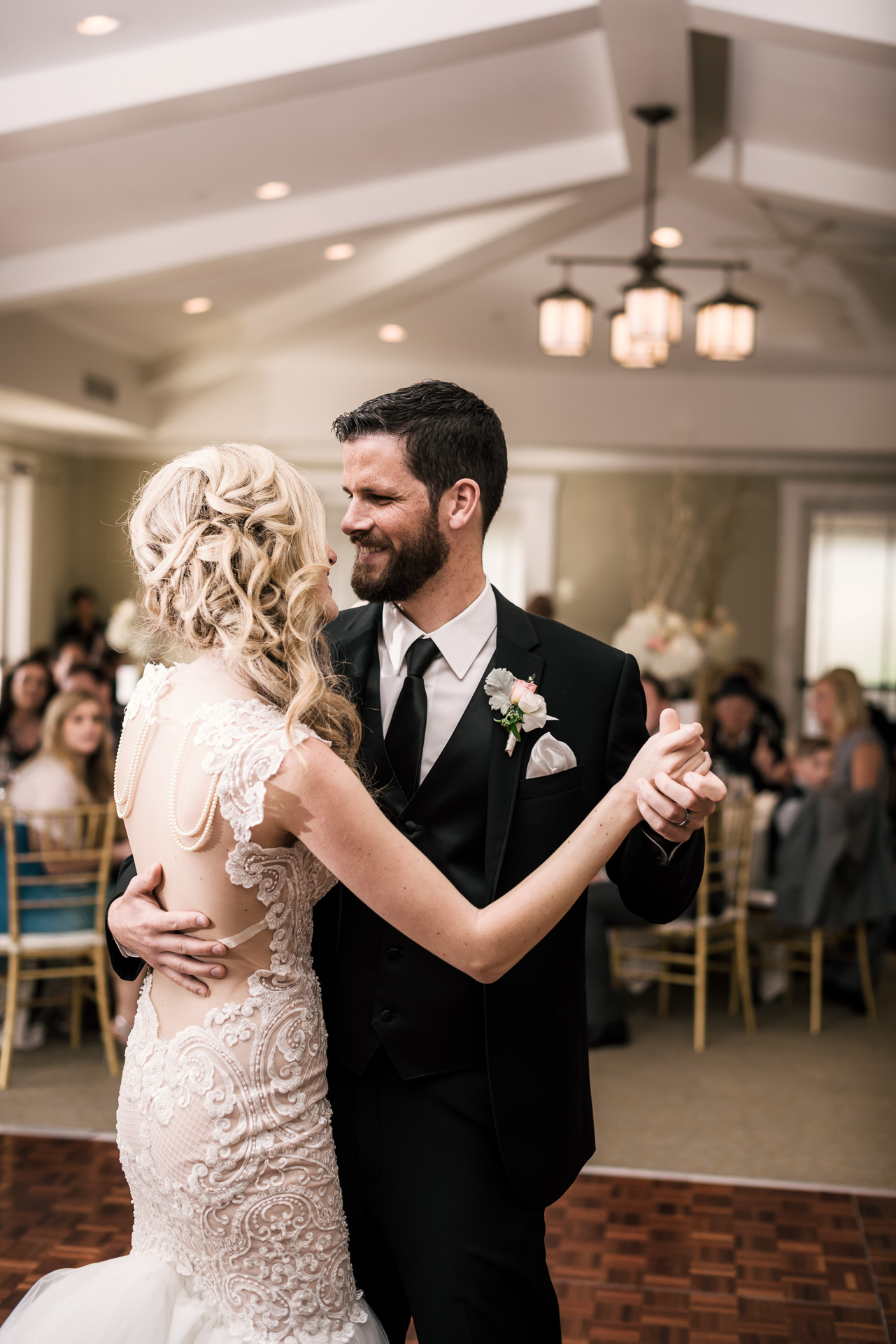 Bride and groom have their first dance at the Twin Oaks Golf Course in San Marcos, San Diegos premier wedding venue