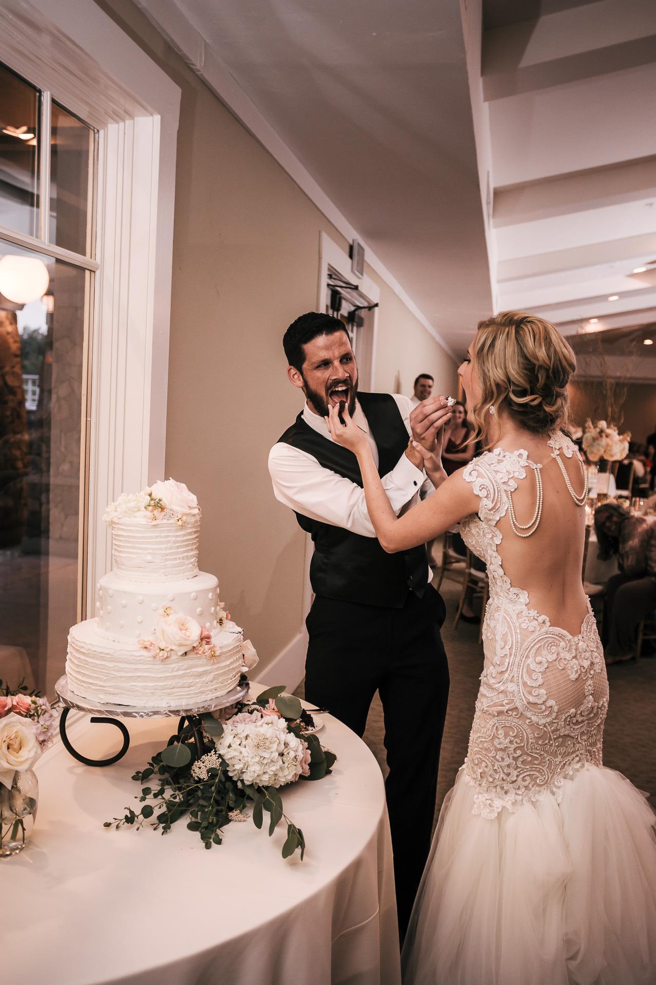 cake cutting at the Twin Oaks Golf Course in San Marcos, San Diegos premier wedding venue