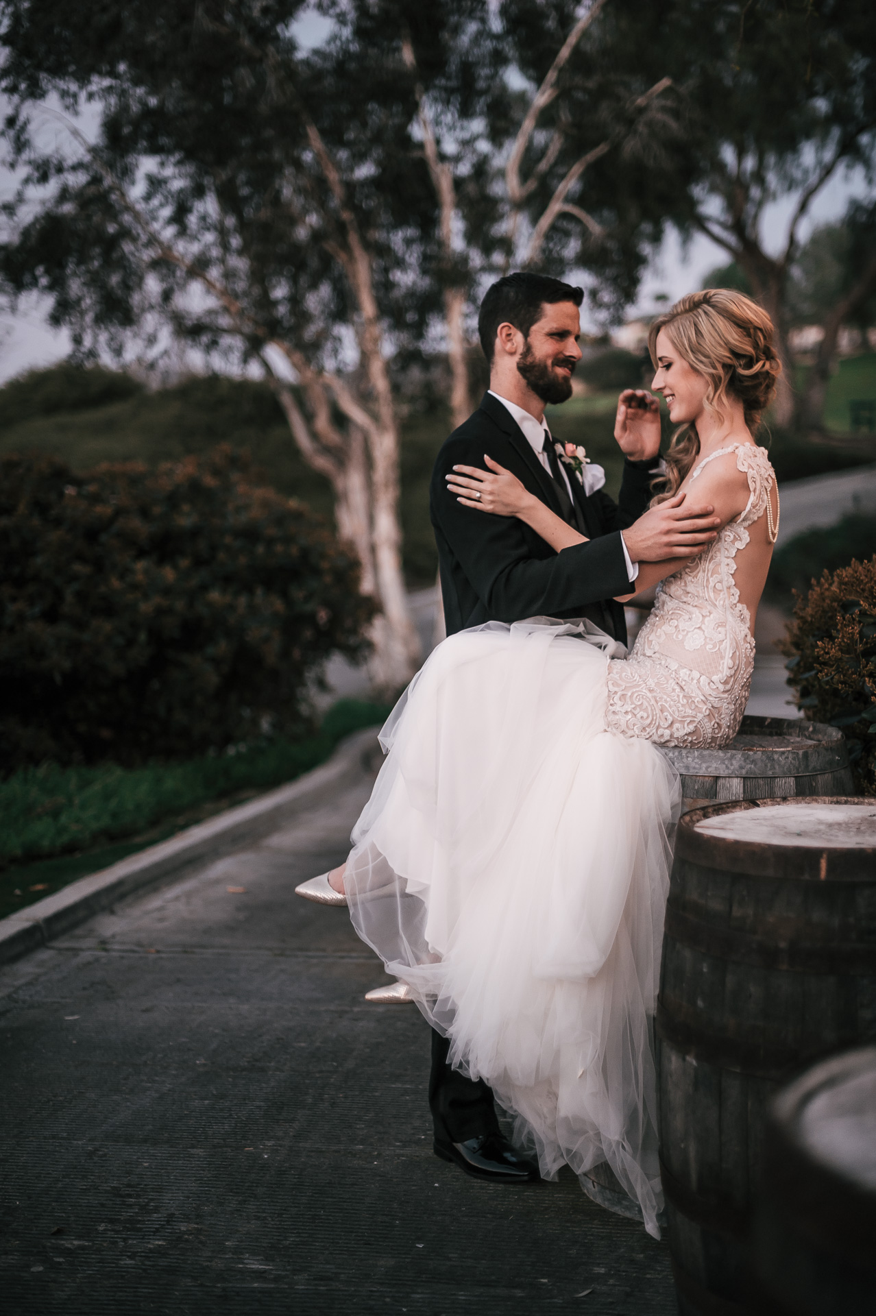 bride and groom at the Twin Oaks Golf Course in San Marcos, San Diegos premier wedding venue