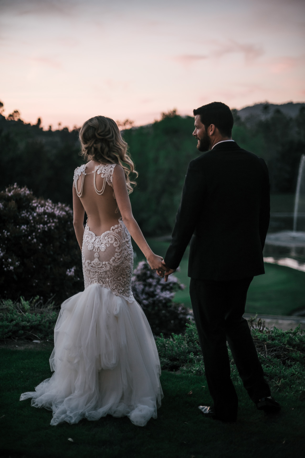 romantic portraits at sunset at the Twin Oaks Golf Course in San Marcos, San Diegos premier wedding venue