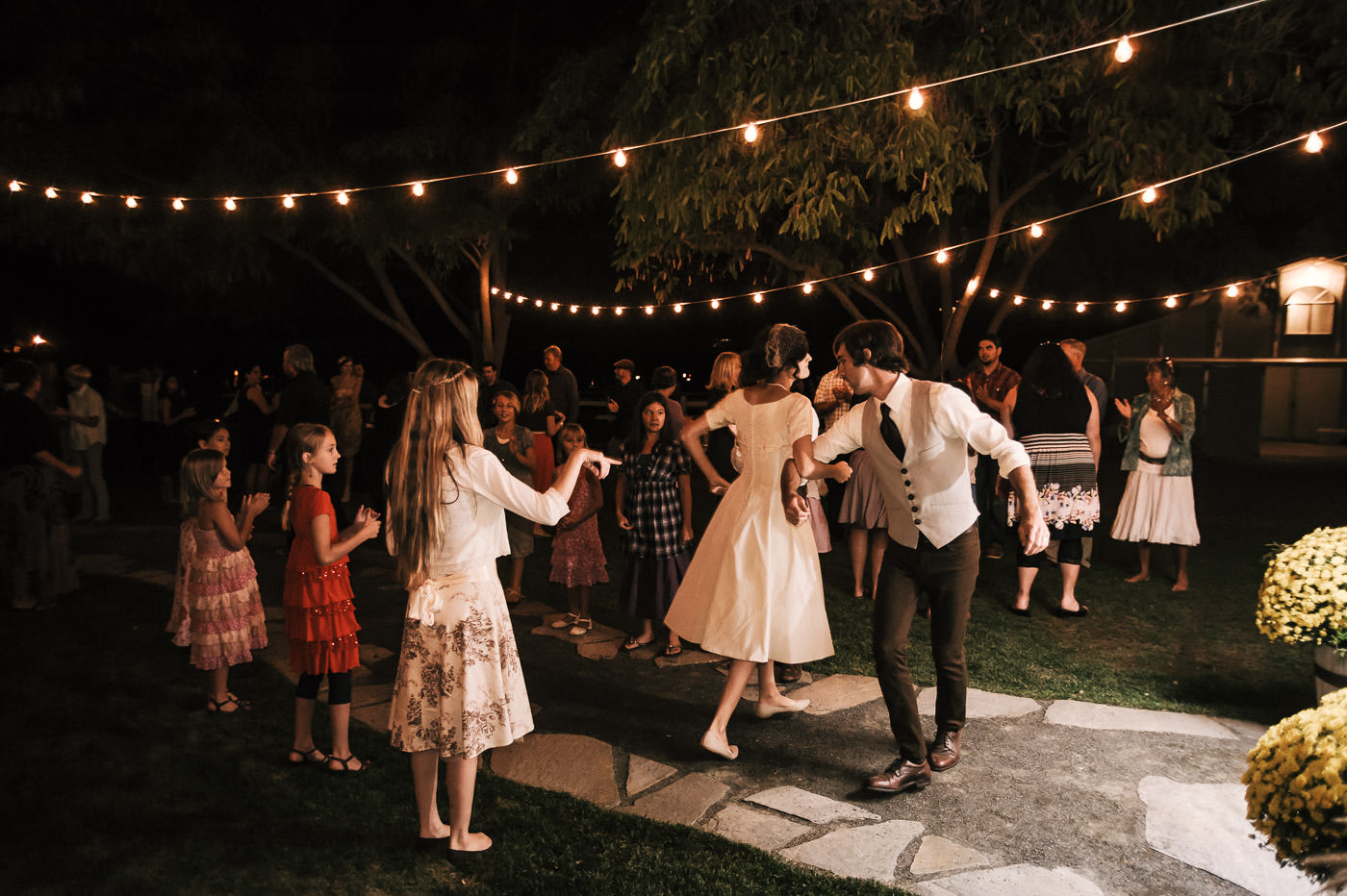 Couple tears up the dance floor at their temecula wine country wedding