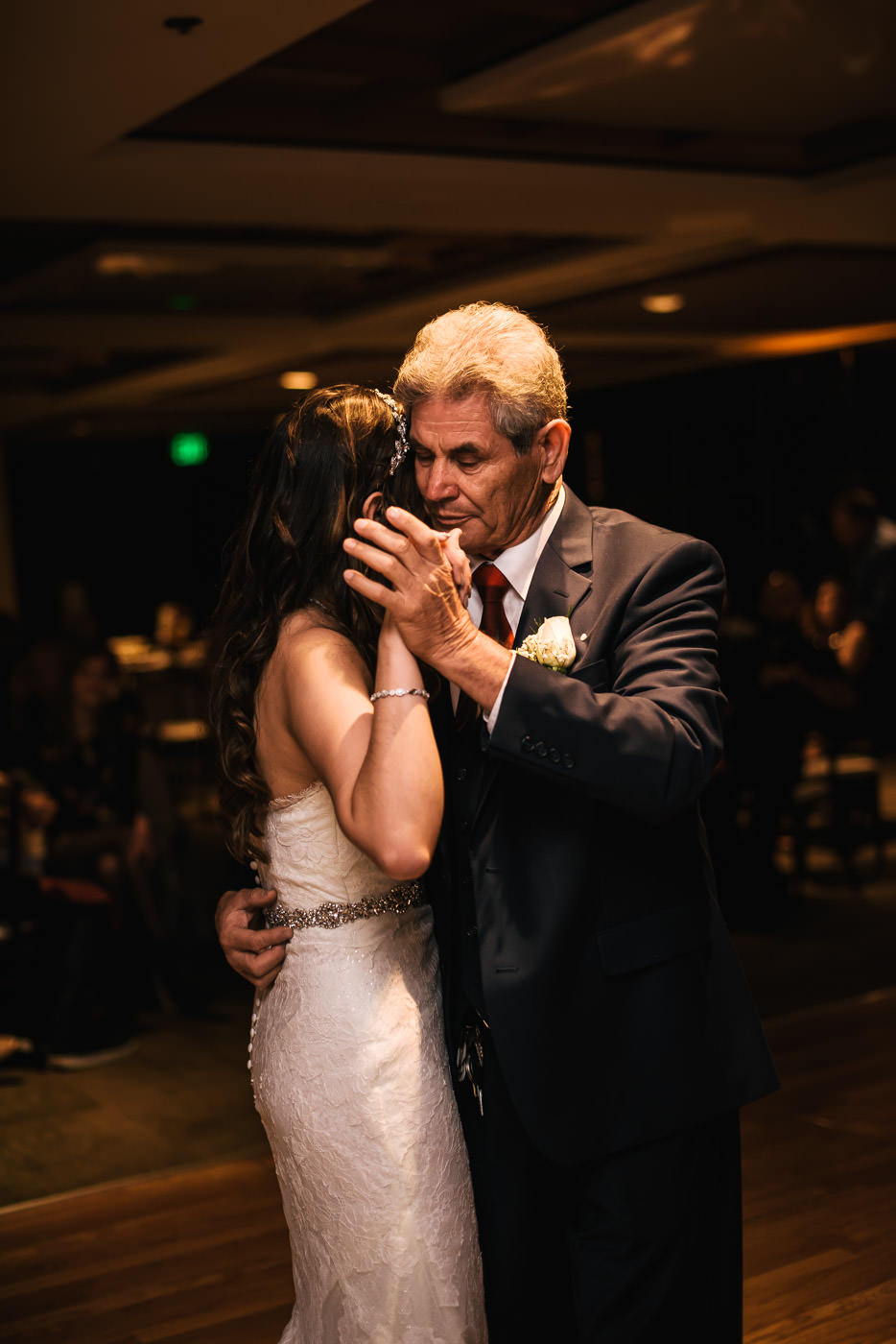 Sweet father and daughter dance at this Alta Vista Country Club reception.