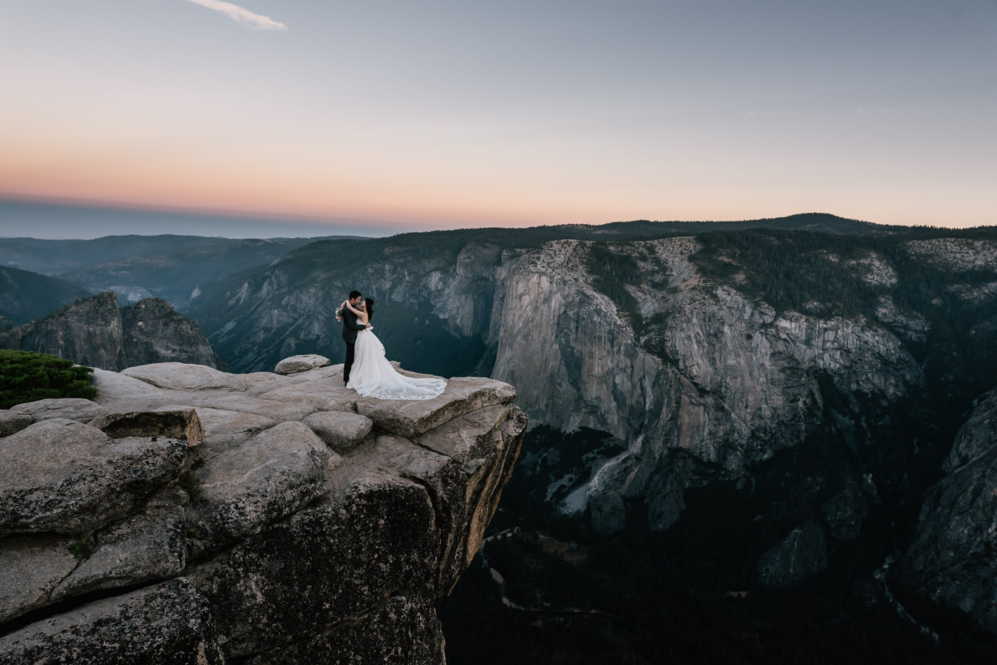 taft-point-elopement-yosemite-8.jpg